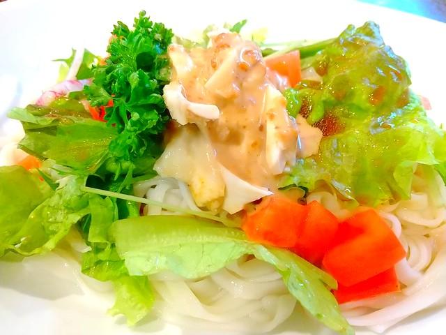 Nao'sKitchen蒸し鶏と季節野菜の米粉めん